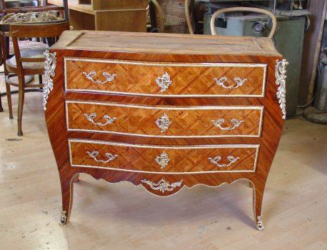 französische Kommode - Restaurierung alter Möbel